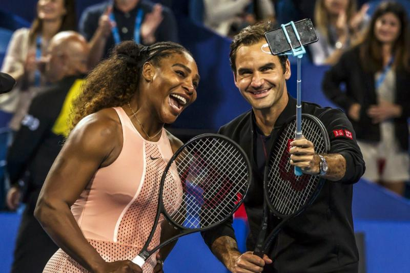 ¡Histórico! Roger Federer se impuso a Serena Williams en un expectante duelo mixto