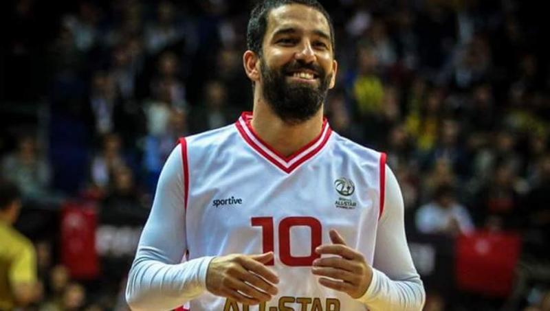 VIDEO: Arda Turan jugó el All-Star de basket de la Liga Turca