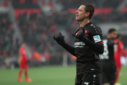 VIDEO: Chicharito firma doblete con magistral definición