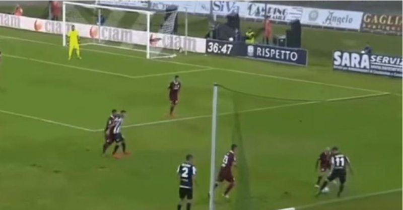 VIDEO: Jugador humilla a rival con doble espectacular
